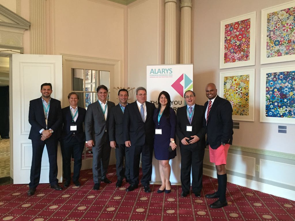 Grupo de participantes no evento Alarys, nas Bermudas, com Rodrigo Protasio, da JLT